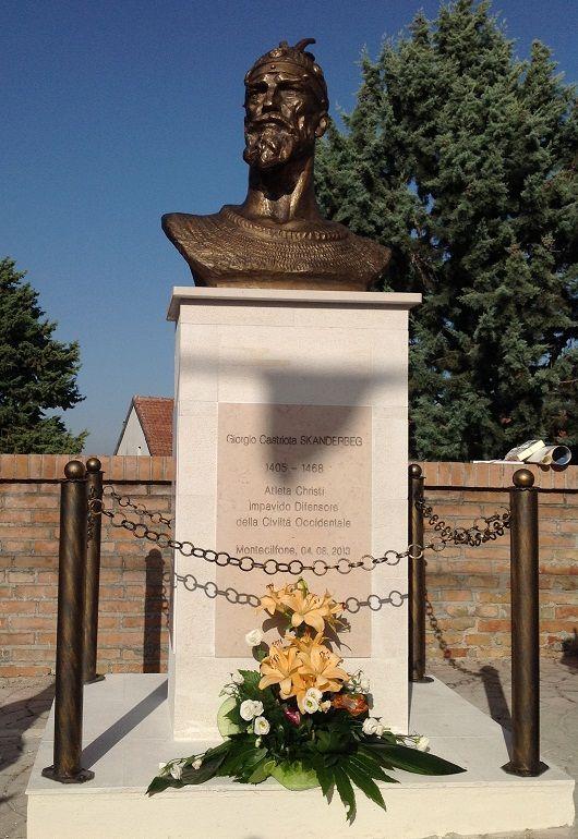 Busti i Skenderbeut në Munxhufuni, vendosur me dt 4 gusht, 2012