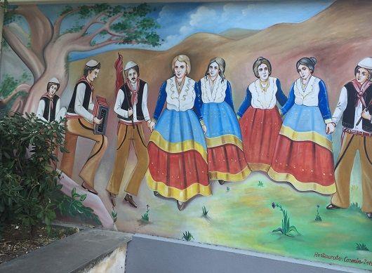 Pikturë murale në qendër të fshatit Çifte, 28 korrik 2016