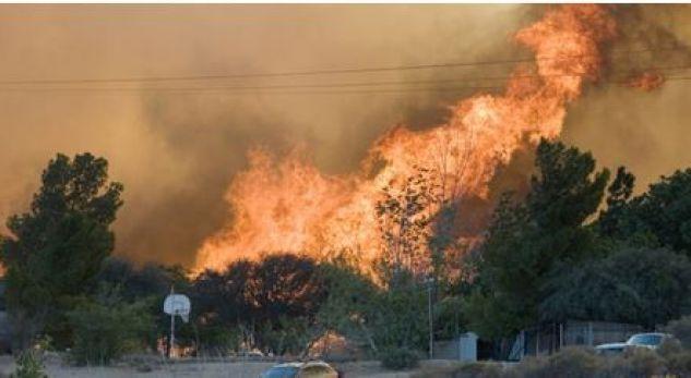 Digjet një banesë nga zjarri në Orosh, rrezikohen 3 fshatra
