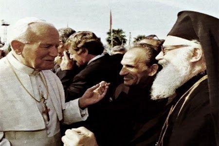 At Zef Pllumi me Papa Gjon Palin II dhe Kryepeshkopin Janullatos, gjatë vizitës së Papës në Tiranë