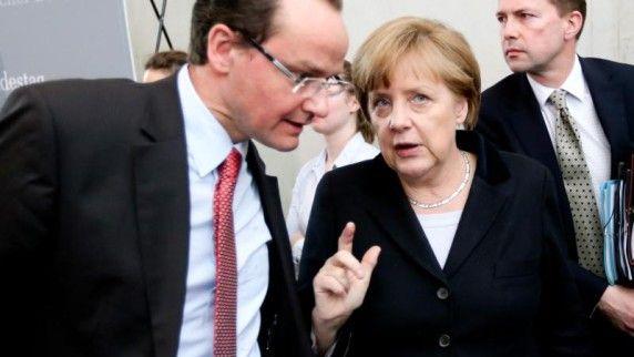 CDU-Europapolitiker-Gunther-Krichbaum-im-Gespraech-mit-Bundeskanzlerin-Angela-Merkel