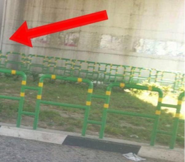 18  Ndodh edhe kjo në mes të Durrësit  dy burra kapen duke bërë seks poshtë urës
