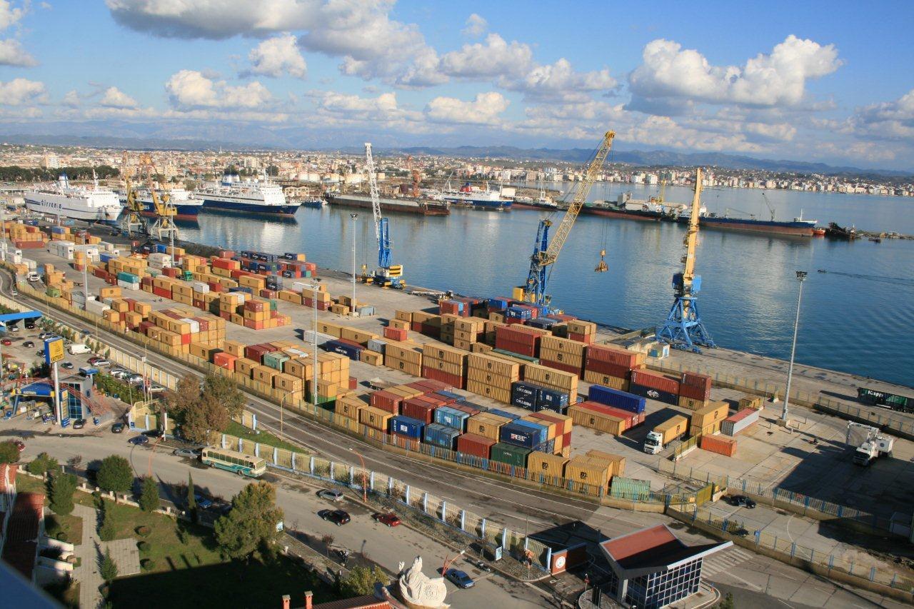 Porti-Durres-kontenieret-sot