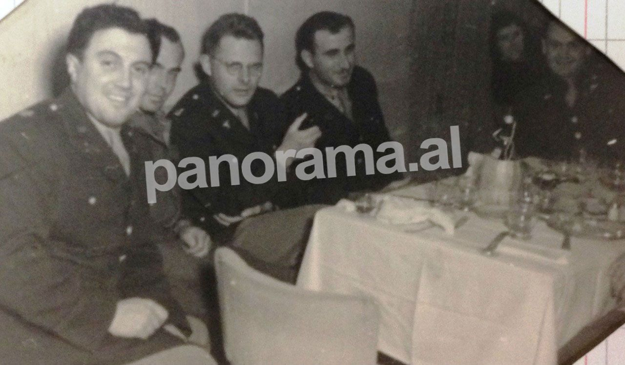 """Oficerët amerikanë që ndodheshin në Tiranë në darkën e Vitit të Ri, 1 janar 1945, organizuar nga britanikët në hotel """"Dajti"""""""