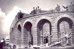 Historia e pallateve në qendër të Tiranës, pse u quajtën Shallvare. Aty ku Enveri dhe Zogu ndiqnin garat me kuaj