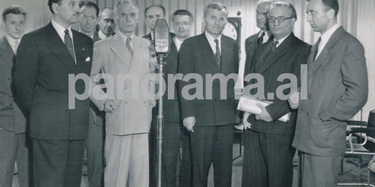 Mid'hat Frashëri dhe anëtarët e Komitetit Shqipëria e Lirë duke folur në radion BBC