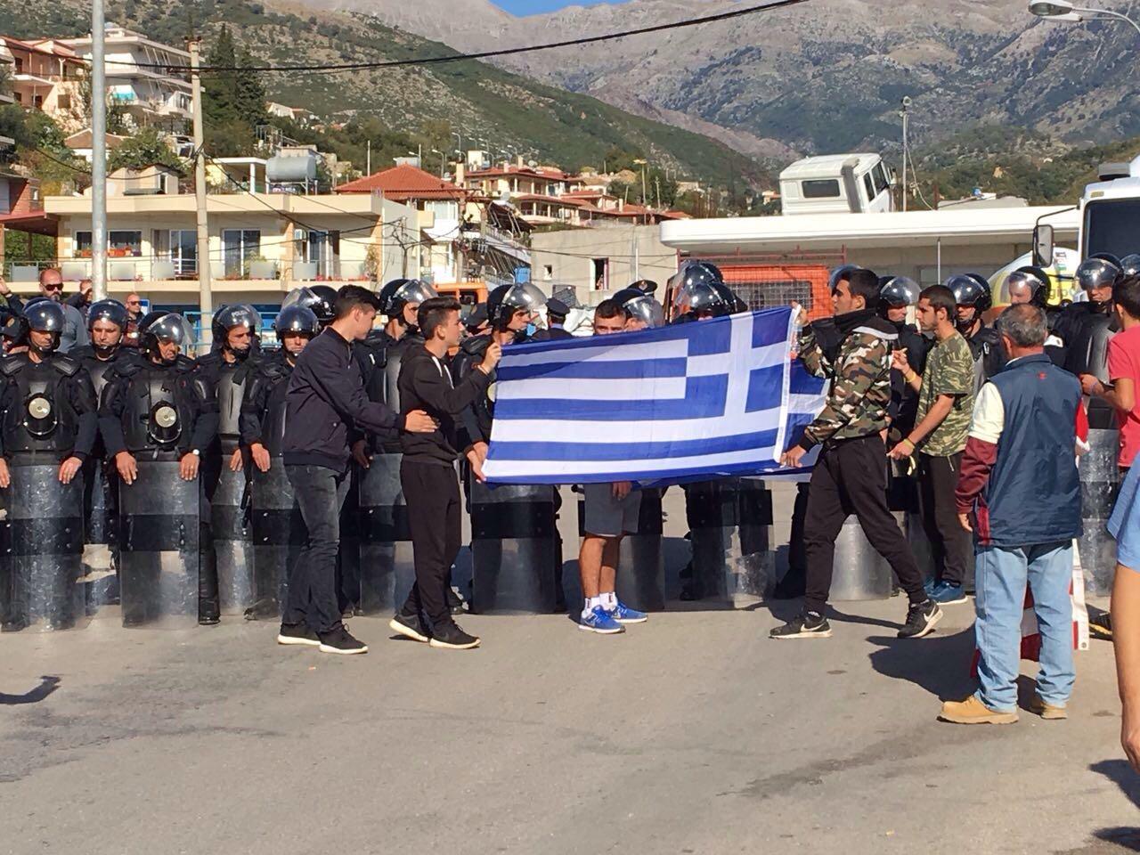 Image result for ngrihet flamuri grek ne dhermi