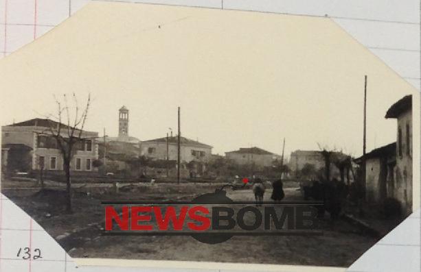 13-Oficerët britanikë të rrethuar nga populli i Shkodrës duke u kërkuar shpjegime për zbarkimin aleat