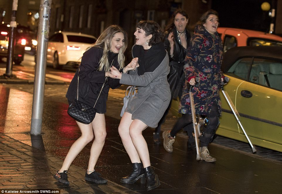 47AB3DE300000578-5225397-Women_in_the_Grassmarket_enjoying_Edinburgh_s_Hogmanay_celebrati-a-23_1514791408924