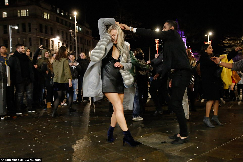 47AB86A100000578-5225397-Some_revellers_danced_the_night_away_during_Nottingham_s_New_Yea-a-33_1514791409378