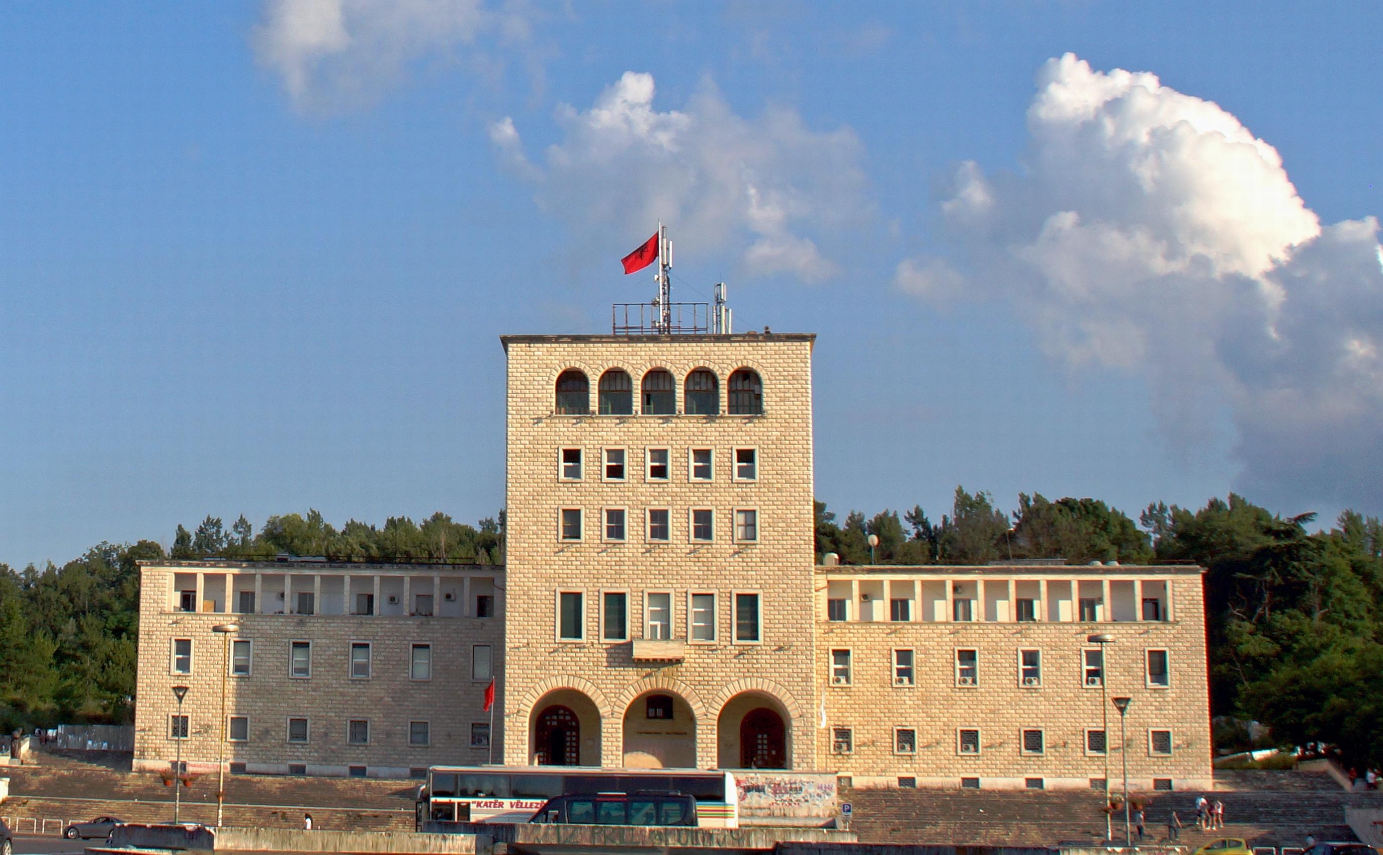 Universiteti_i_Tiranës_Universität_von_Tirana_1957_Sheshi_Nënë_Tereza_Albanien_Foto_Wolfgang_Pehlemann_DSC05868