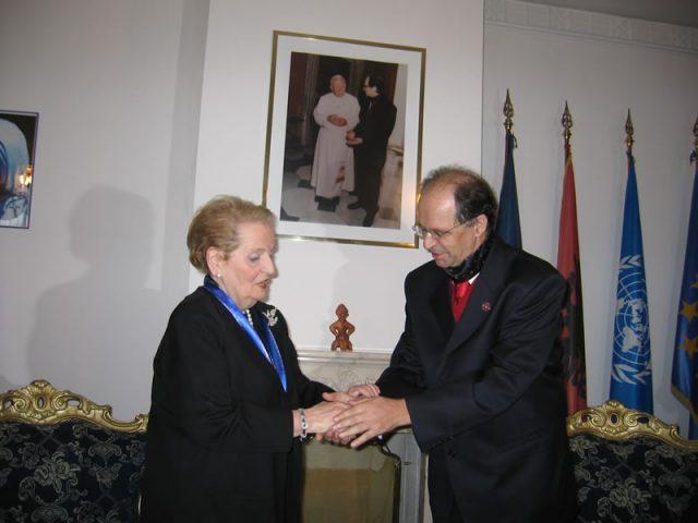Madeleine Albright me ish-Presidentin e Kosovës, Ibrahim Rugova