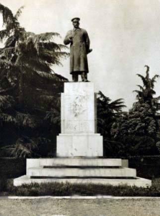 monumenti i stalinit