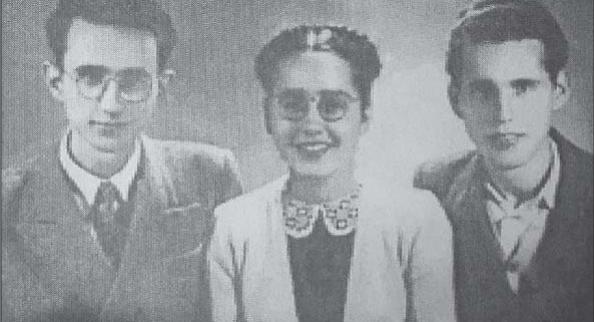 Tefta Tasi me dy vëllezërit e saj, Lekë Tasin dhe Yllin