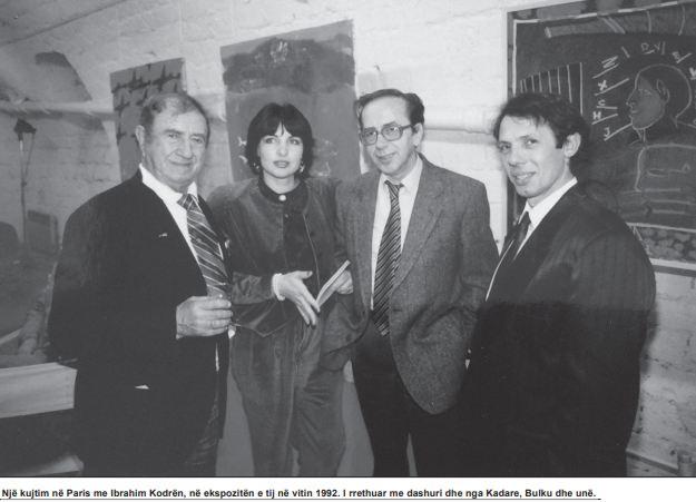 Një kujtim në Paris me Ibrahim Kodrën, në ekspozitën e tij në vitin 1992. I rrethuar me dashuri dhe nga Kadare, Bulku dhe unë