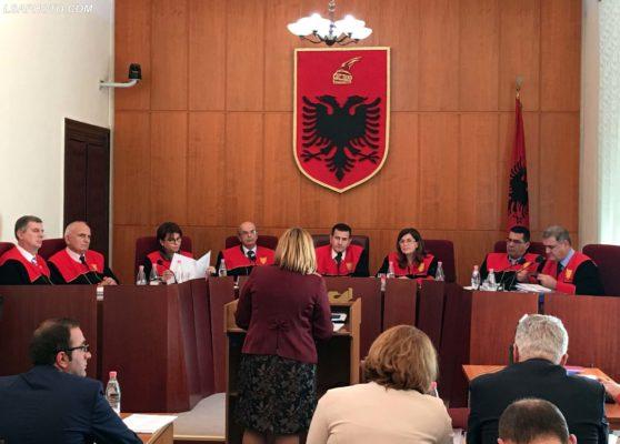 Nje seance e Gjykates Kushtetuese, ku eshte rrezuar kerkesa e Kuvendit per heqjen e pezullimit per ligjin e Vetting-ut. /r/n/r/nA session of the Constitutional Court, which overruled the request of the Assembly to to remove the