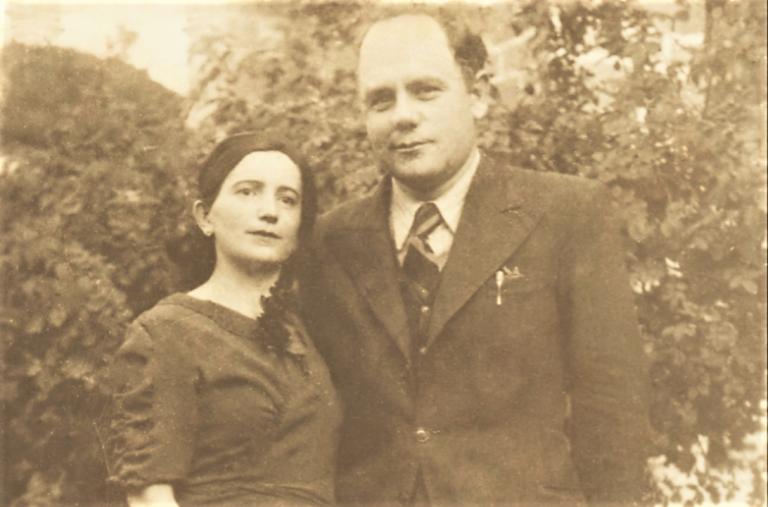 Foto-13-Me-bashkëshorten-e-tij-Gjyrxhi-Pagria-Rami.-Përmet-1940.-768x507