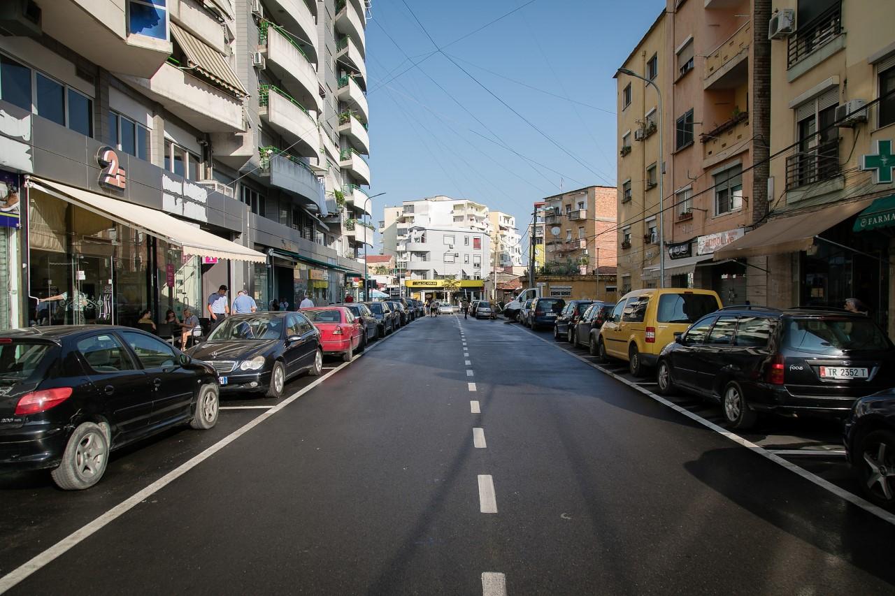 thumbnail_Veliaj gjate inspektimit te punimeve per rehabilitimin e rrugeve ne Njseine 8 (2)