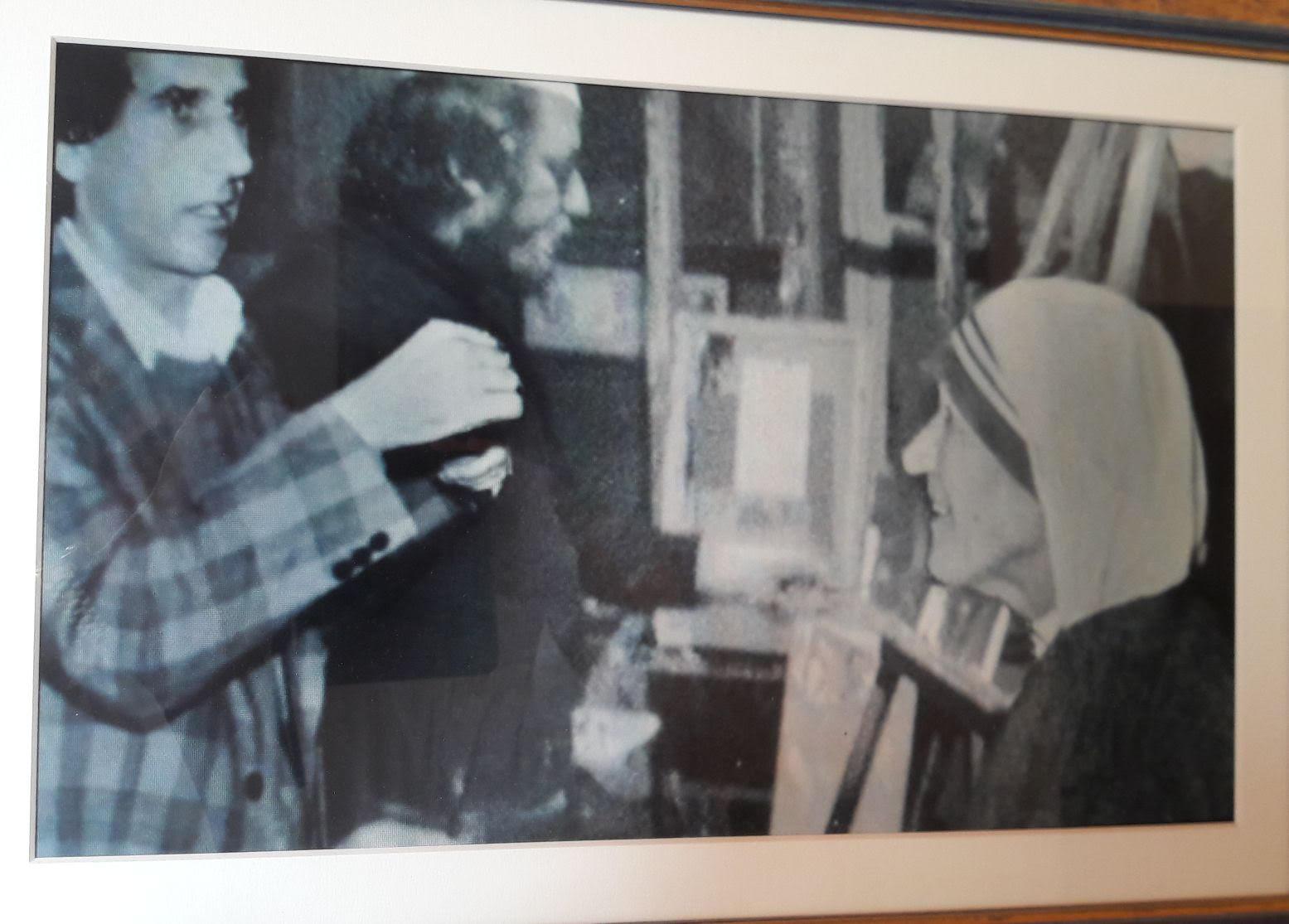 Nënë Tereza në studion e Lin Delisë, në vitin 1970