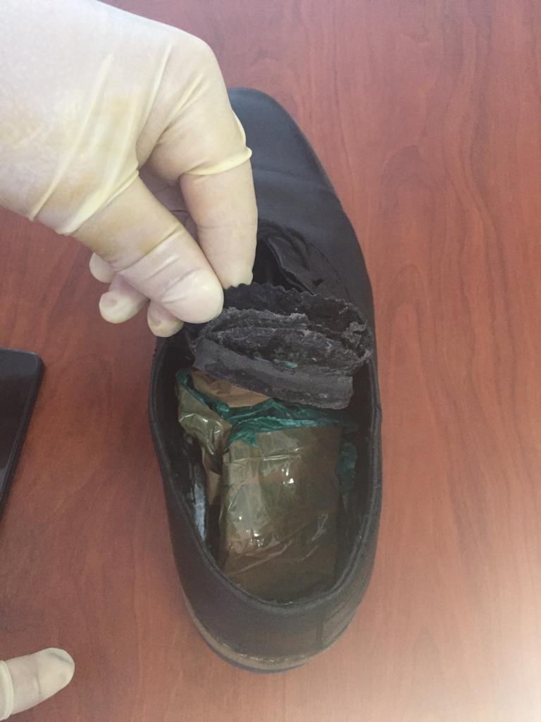 Kepuce dhe celulari i fshehur