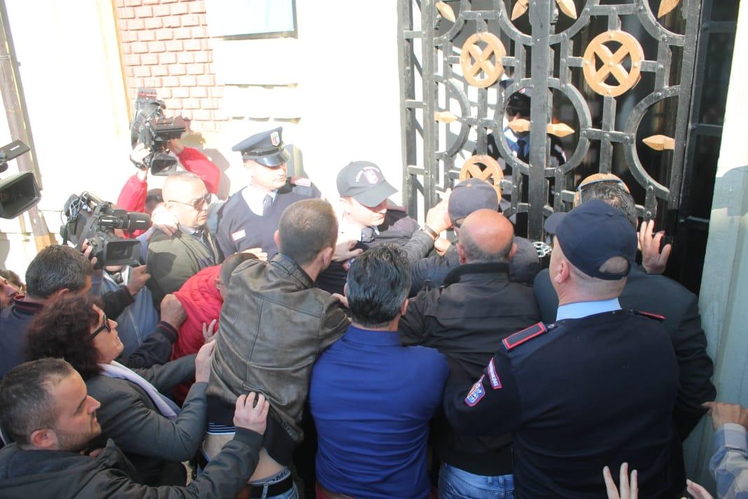 proteste banoret e astirit3