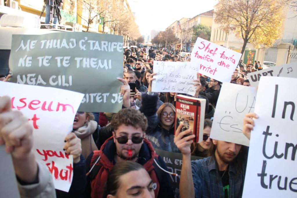 Protesta-studentet-tarifat-ministria
