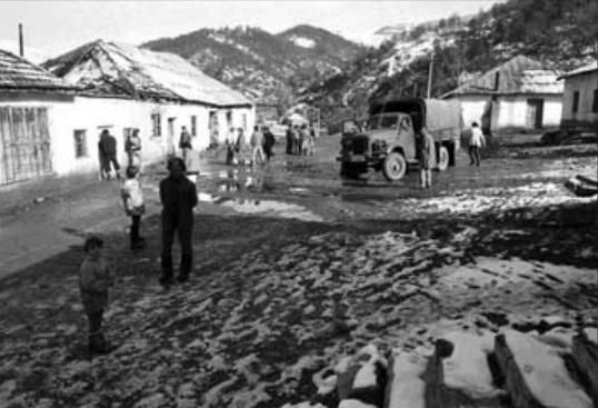Disa nga fotografitë e ekspozitës Kthim në kohë-Shqipëria e viteve '90, realizuar nga austriaku Robert Pichler.jpg1