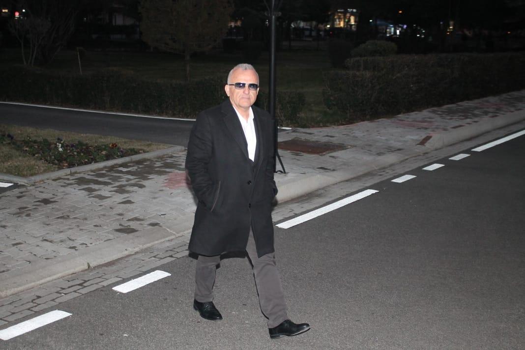 Rrahman Rraja sot duke shkuar në parlament