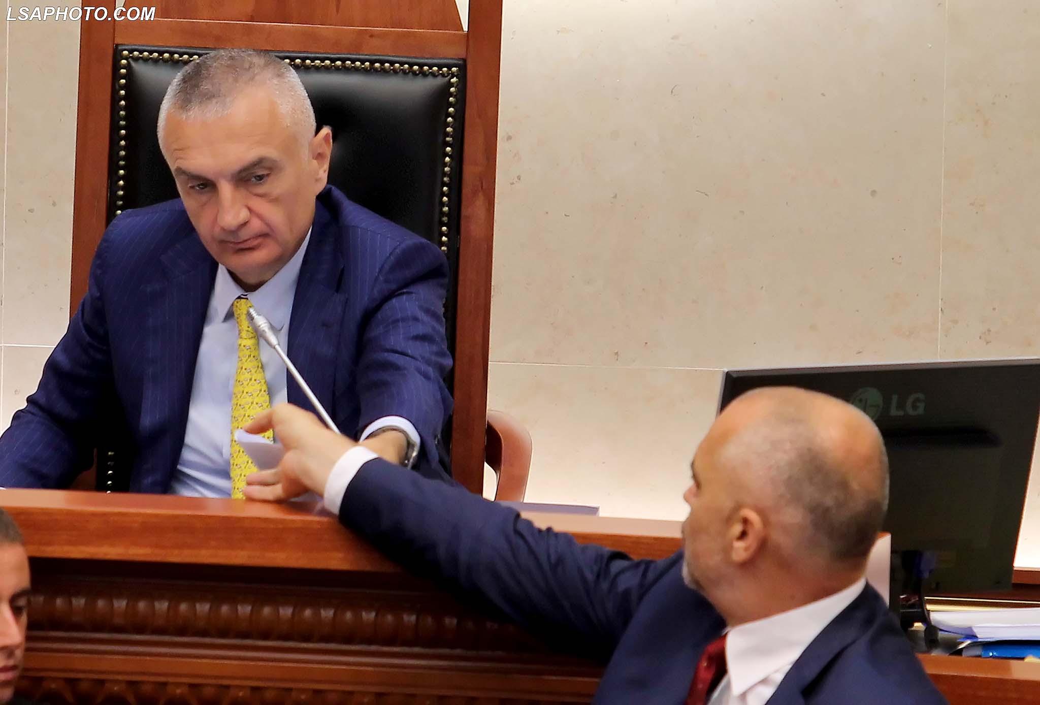 Kryeministri Edi Rama dhe Kryetari i Kuvendit Ilir Meta, gjate nje seance parlamentare, ku eshte debatuar ne lidhje me mbarvajtjen e zgjedhjeve lokale te 21 qershorit./r/n/r/nPrime Minister Edi Rama and Parliament Speaker Ilir Meta, during a parliamentary session.