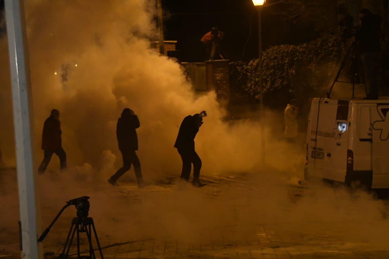 GAzilotsjelles-protesta-ikja-vra-parlamenti (4)