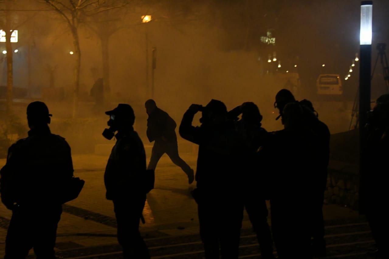 GAzilotsjelles-protesta-ikja-vra-parlamenti (5)