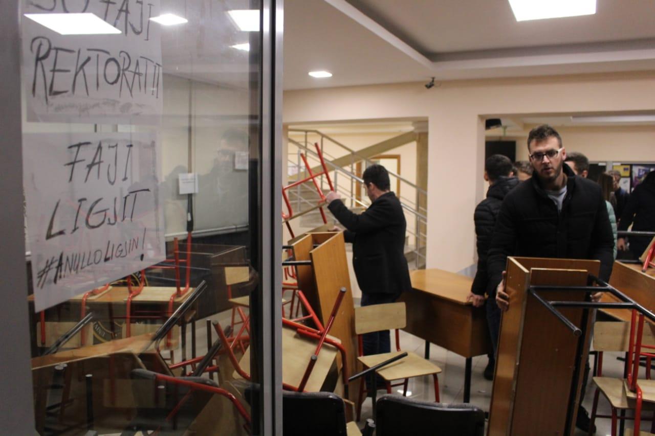 Studentët e Juridikut i japin fund bojkotit
