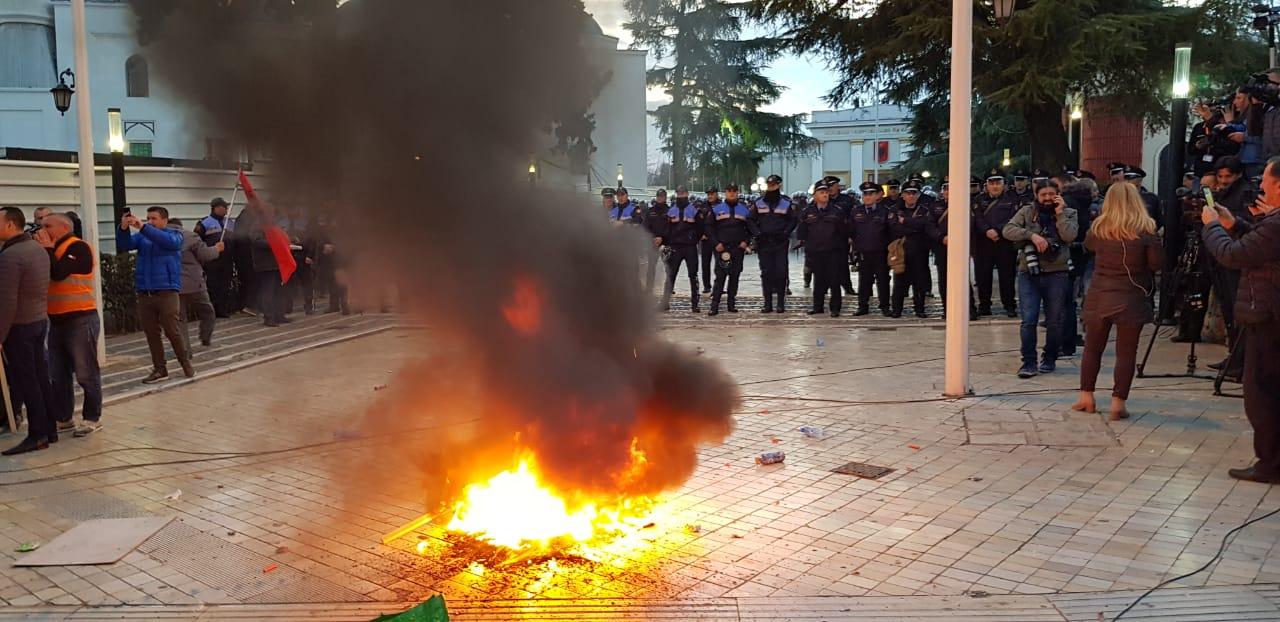 proteste-kuvend-basha10
