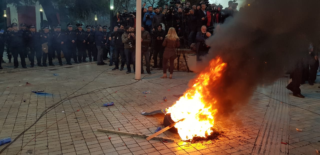proteste-kuvend-basha9