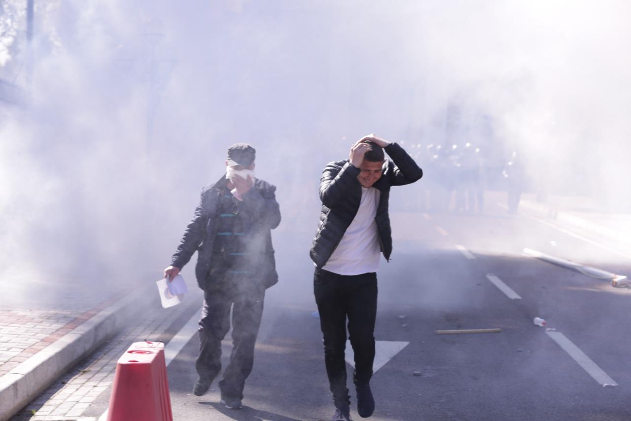 protesta-ne-foto=gazilotsjelles-tymueset-te-lenduarit1124