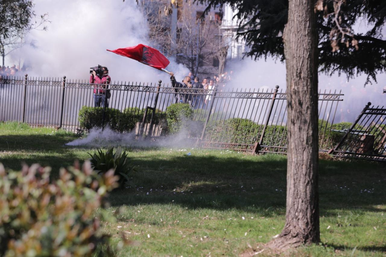 protesta-ne-foto=gazilotsjelles-tymueset-te-lenduarit1124556
