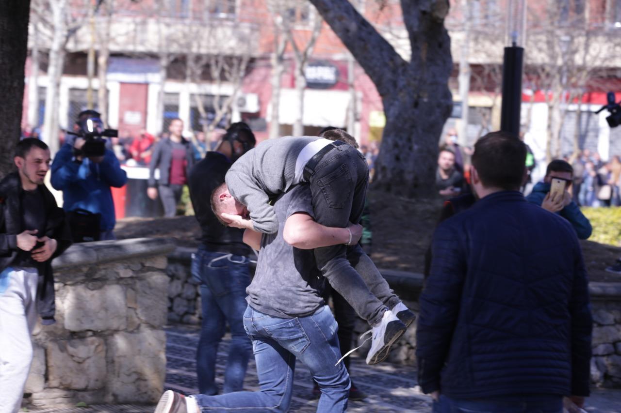 protesta-ne-foto=gazilotsjelles-tymueset-te-lenduarit11245567899