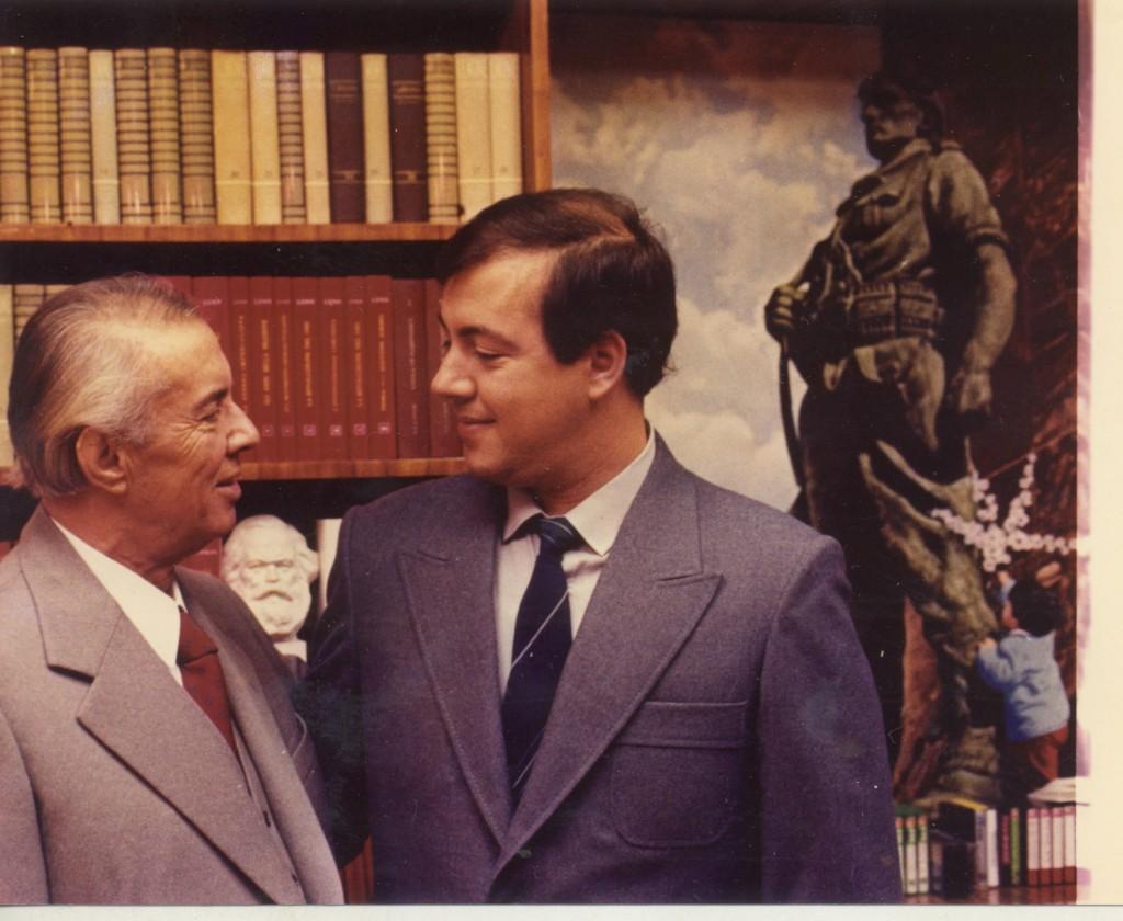 Enver-Hoxha-me-Ilirin-djalin-e-tij