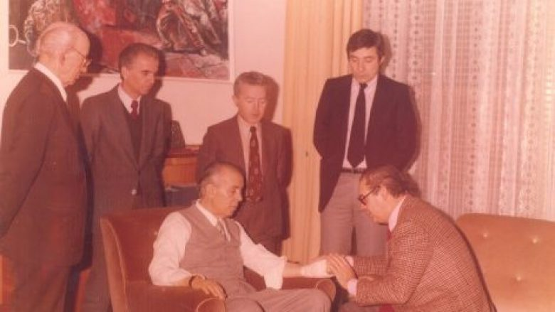 Enver-Hoxha-me-mjekun-francez-471x360-780x439