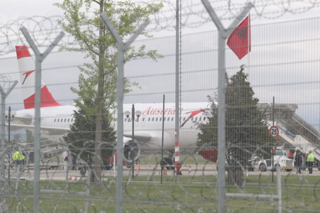Grabitja-Rinas-avioni1-austriaku