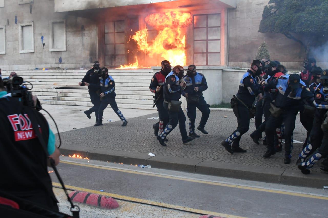 Flake-dera-kryeministrise-protesta