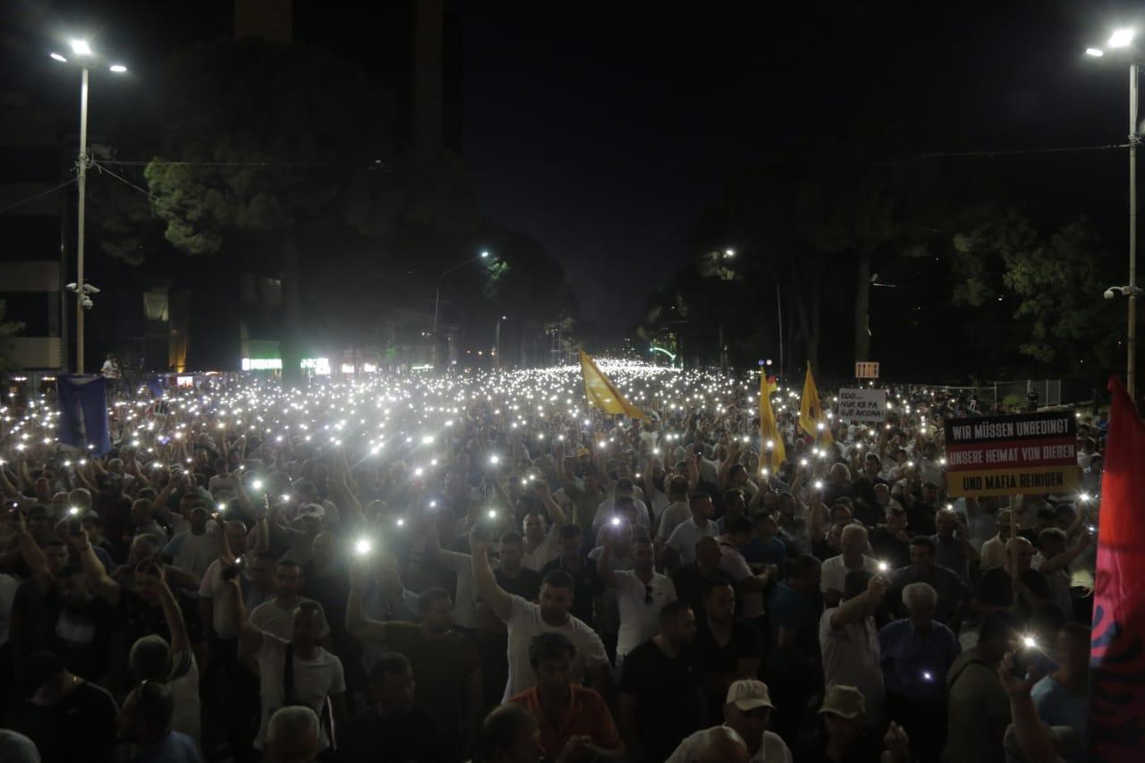 protesta-opozites-bulevardi-qershor-21-Basha-sheshi-dritat-largimi-Rama (12)
