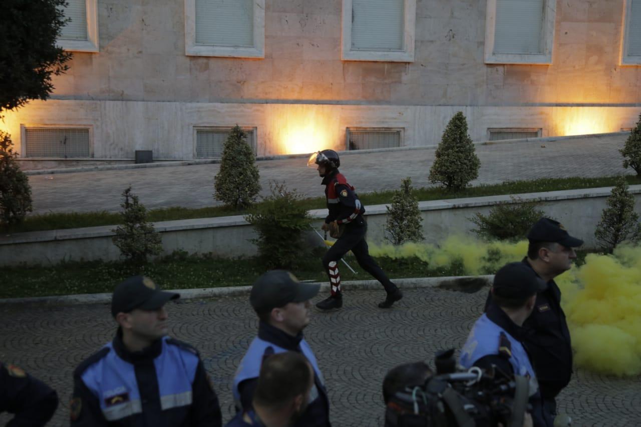 protestuesit-opozites-8qershori111