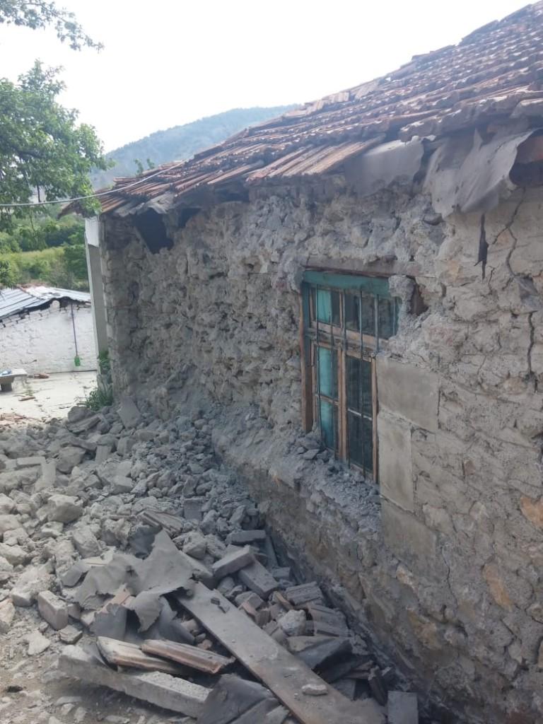 Pasojet e termetit qe ra ne qershor ne Korce