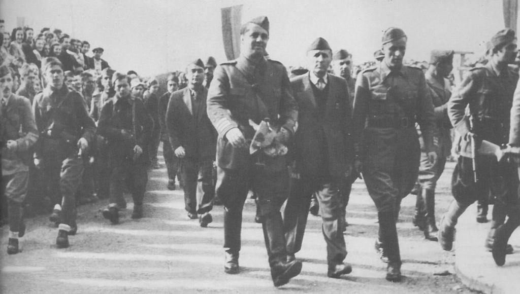 ENVER HOXHA, GJATE PARADES SE ÇLIRIMIT ME 28 NENTOR 1944, NE TIRANE