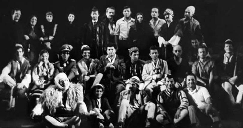 """Me kolegët në Teatrin """"Migjeni"""""""