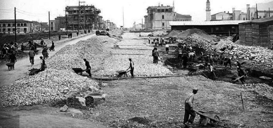 Gjatë ndërtimit të Bulevardit të Tiranës