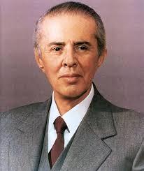 Fotografia e fundit e Enver Hoxhës, nga Petrit Kumi