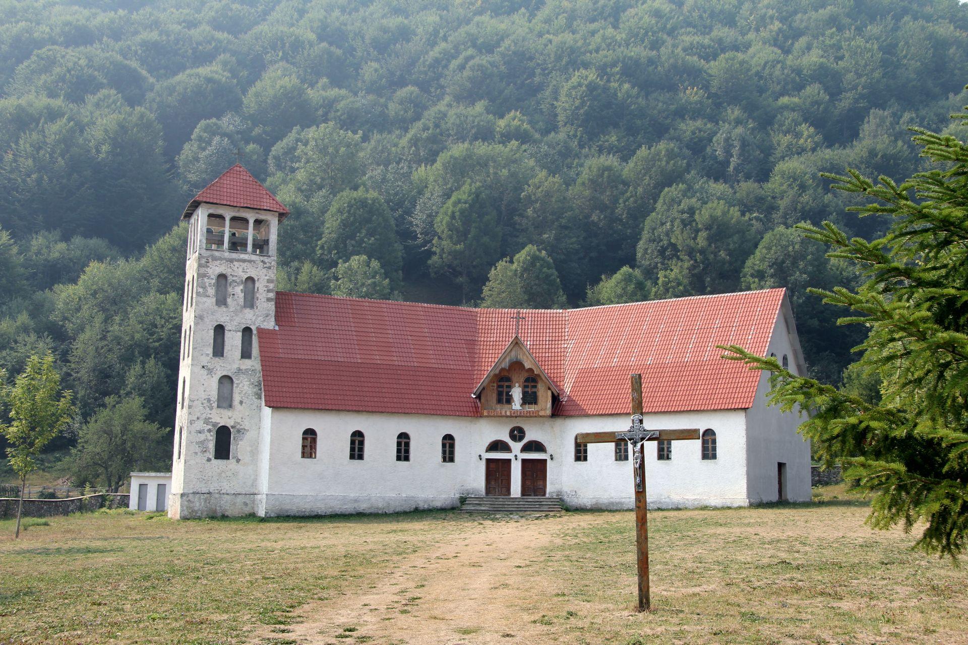 Vermosh-church-klein
