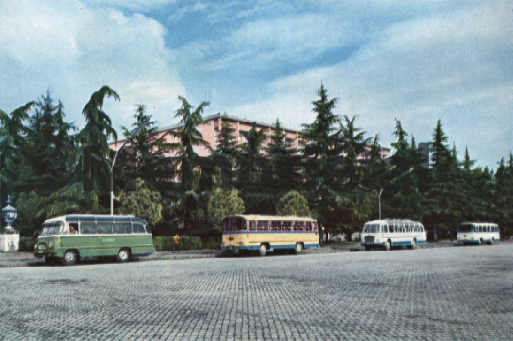 Autobuzet-dhe-zyrat-e-ALBTURIST-ne-Hotel-Dajti-te-cilat-ishin-ne-varesi-te-Sigurimit-te-Shtetit-MPB-se